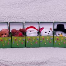 Plüssfigura - karácsonyi zenélő plüssjáték dobozban